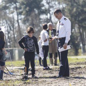 Plantation de la pinède par les écoliers d'Oscar Auriac de  Be
